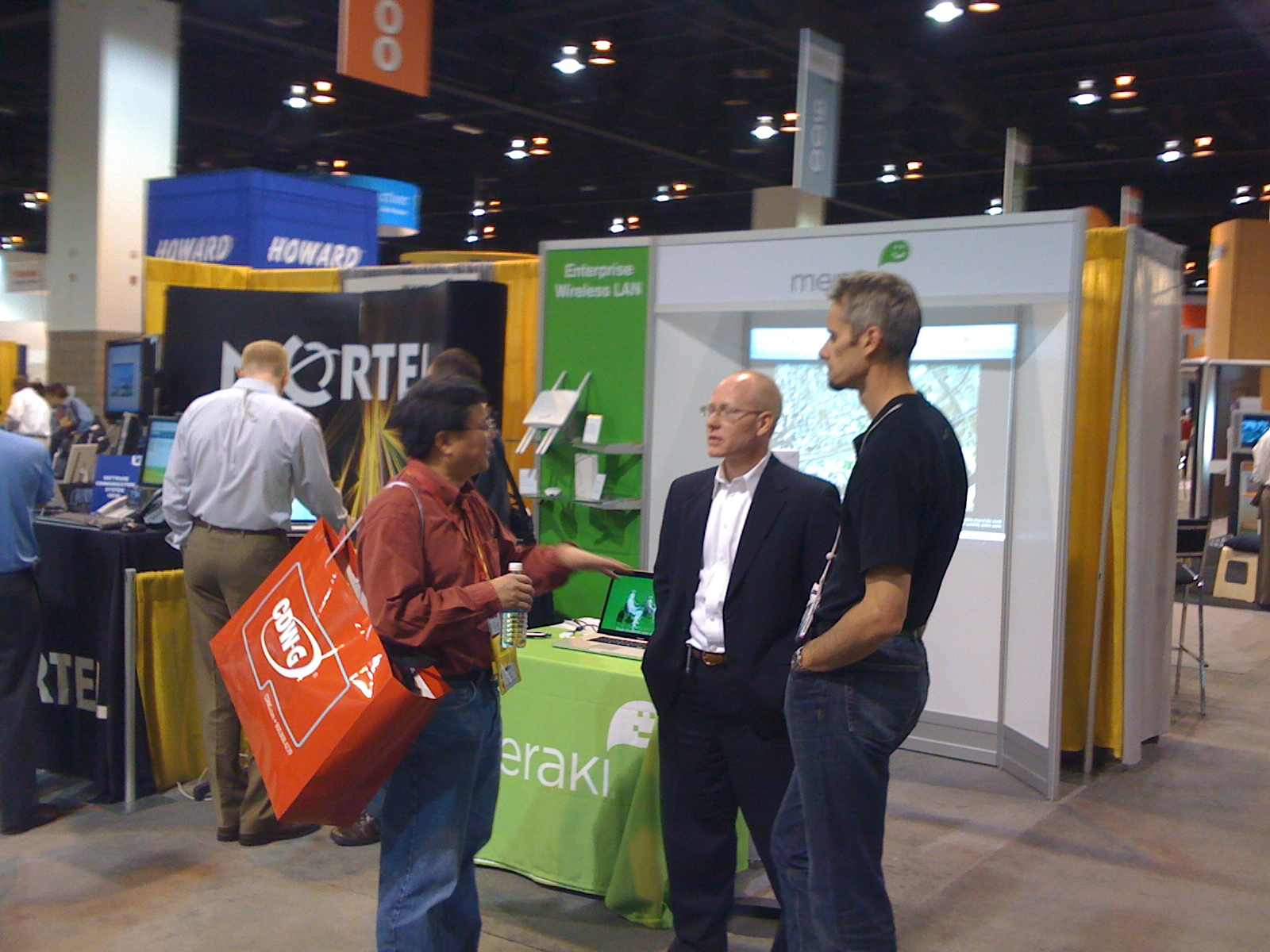 Mort and Hans giving Dashboard demos and chatting with booth visitors