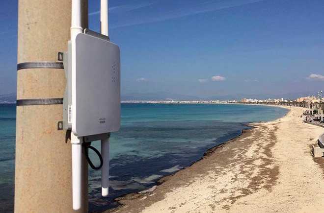 Cisco Meraki AP device installed outside on a pole